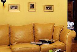 Желтый интерьер. Охра